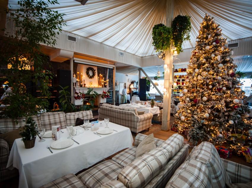 Новогодние банкеты в ресторане «На речке»!