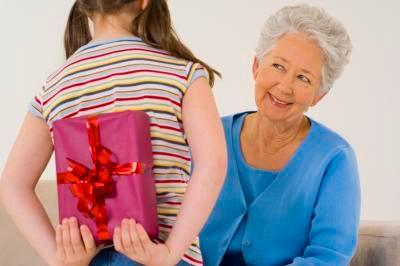 Что подарить бабушке на Новый год1
