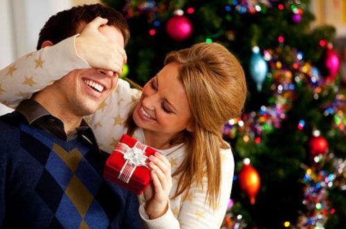 Подарок для сильной половинки к новому году — что выбрать?