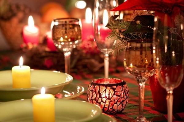 Год Огенного Петуха праздничное оформление стола2