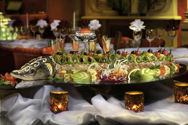 Ресторан «Тройка»: открыта бронь на новогодние корпоративы
