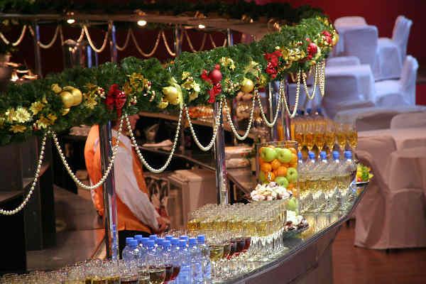 Новый год в ресторане: положительные и отрицательные моменты