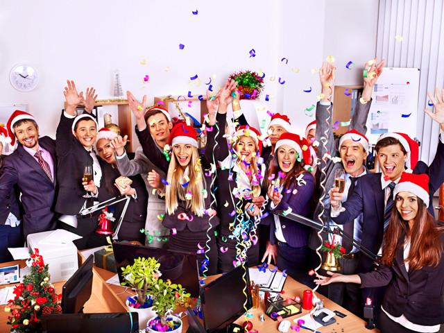Новогодний корпоратив в офисе: нужен ли ведущий?