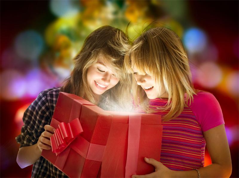Новогодний подарок – любимой подружке: удачные варианты